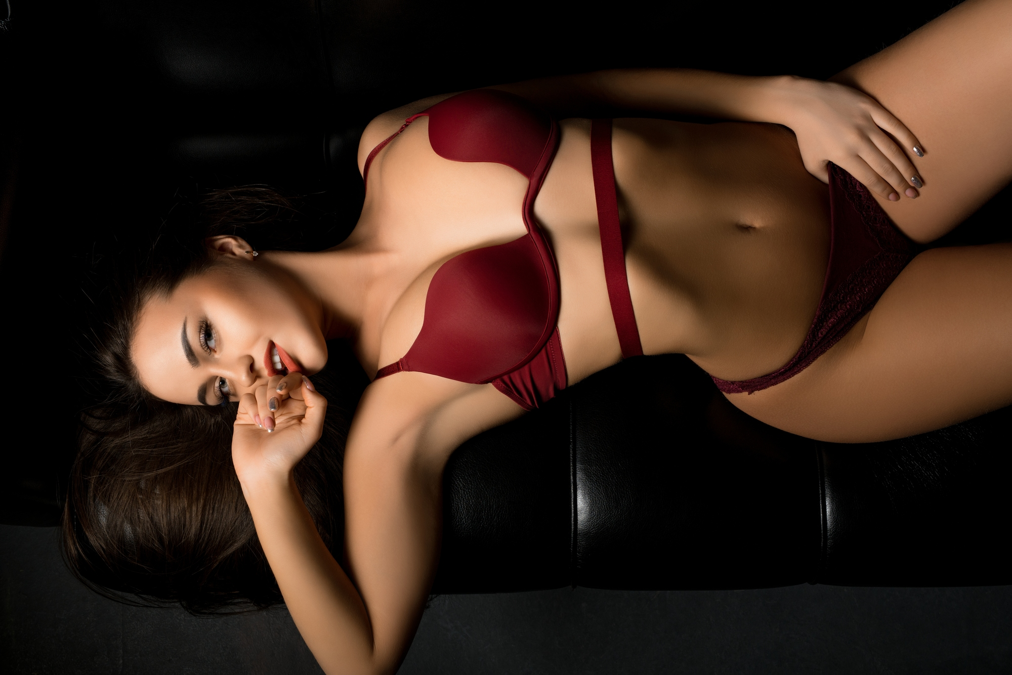肌さわりの良い下着をつけている女性